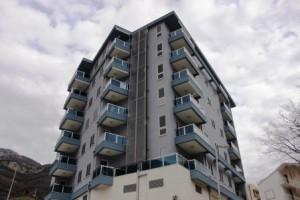 Апартаменты в новом доме с одной и двумя спальнями, 300 метров от моря